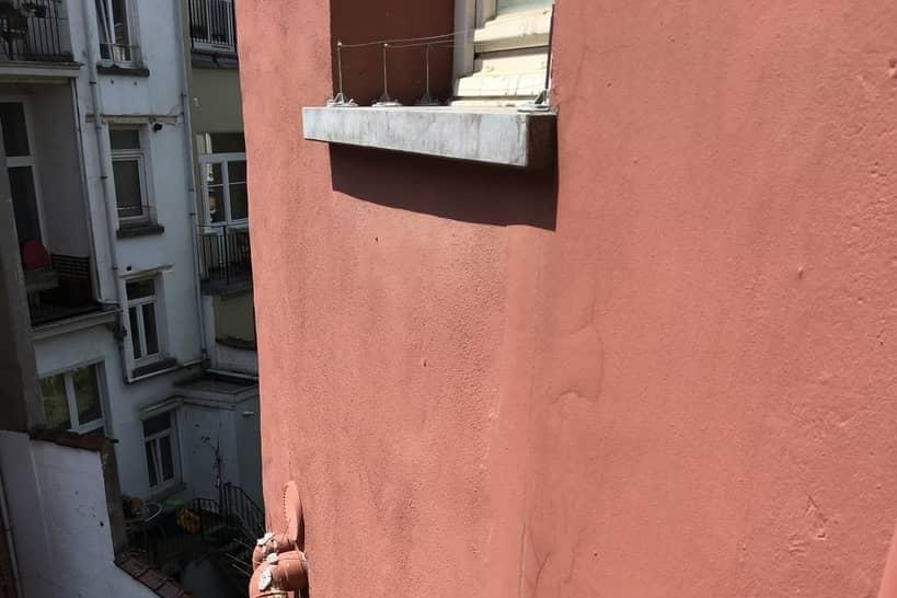Fils Tendus sur rebords de fenêtres